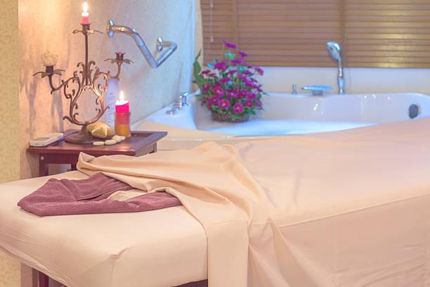 Massage in einem spa-salon – Foto