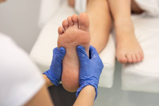 masseur giving female patient a reflexology masseur giving female patient a foot reflexology. podiatry stock pictures, royalty-free photos & images