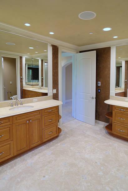 master-badezimmer - herrenhaus grundrisse stock-fotos und bilder