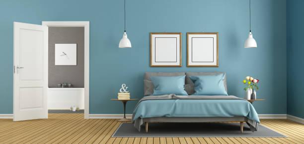 master-schlafzimmer mit bad - badewannenkissen stock-fotos und bilder