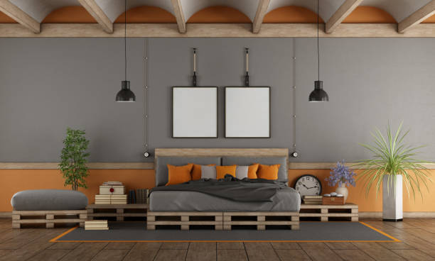 master-schlafzimmer mit bett palette - paletten kopfbrett stock-fotos und bilder