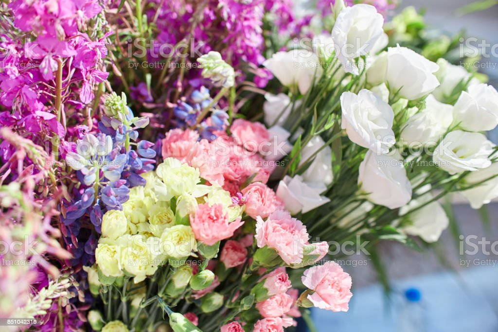 Master class on making bouquets. Learning flower arranging, making...