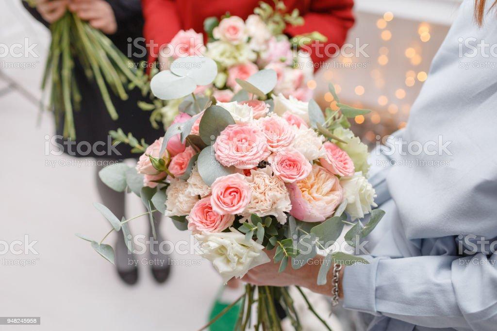 Masterklasse Auf Blumensträuße Machen Frühling Bouquet ...