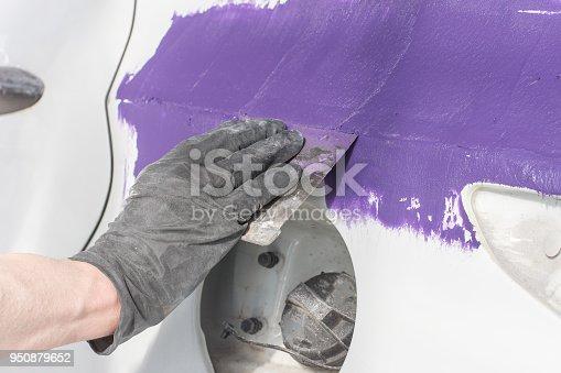 istock Master performs car body repair 950879652
