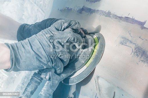 istock Master performs car body repair 950882062