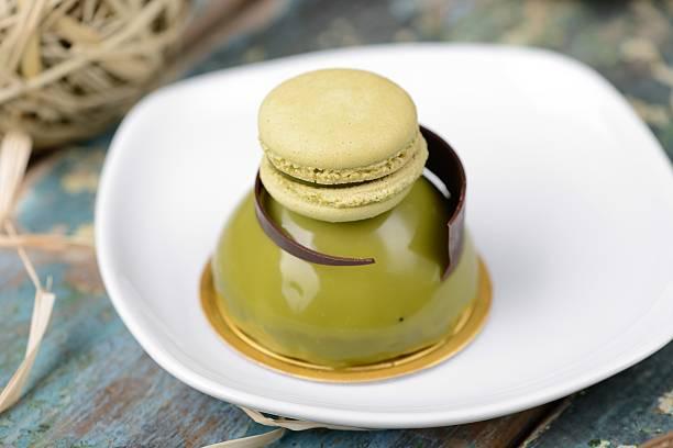 matcha dome dessert kuchen - 3 zutaten kuchen stock-fotos und bilder