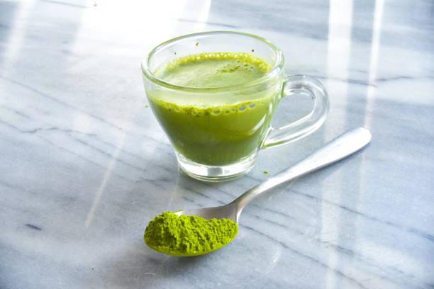 matcha espreso - grüner tee koffein stock-fotos und bilder