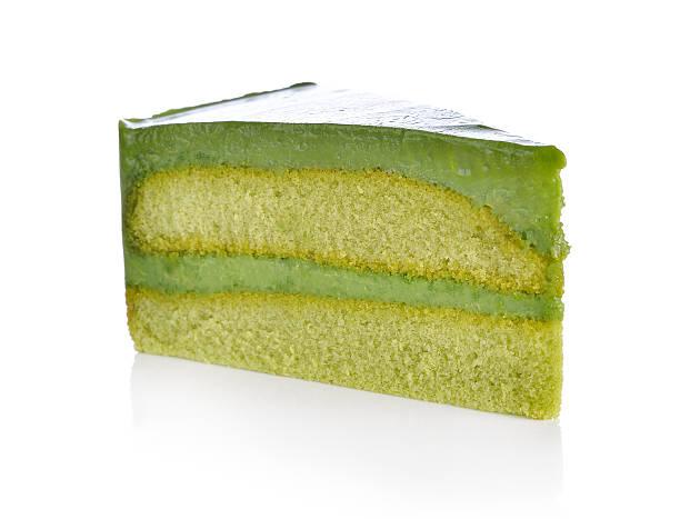 matcha grünem tee und kuchen auf weiß - grüntee kuchen stock-fotos und bilder