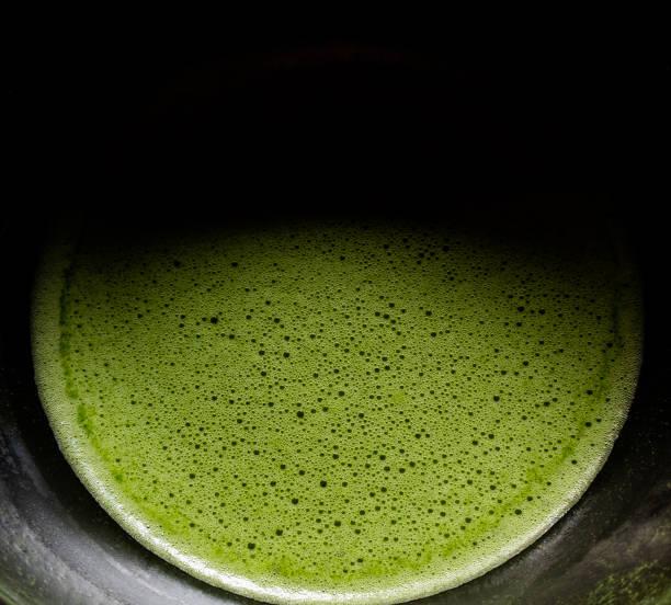 matcha-grüntee-nahaufnahme - grüner tee koffein stock-fotos und bilder