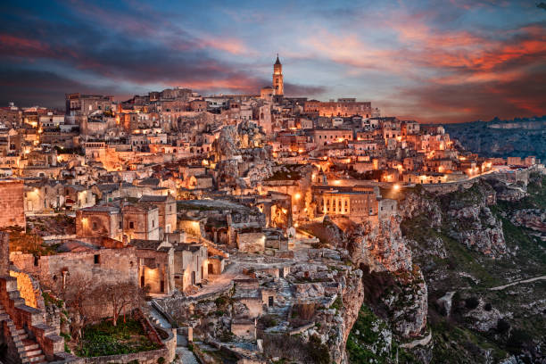 matera, basilicata, italy: landscape of the old town - unesco foto e immagini stock