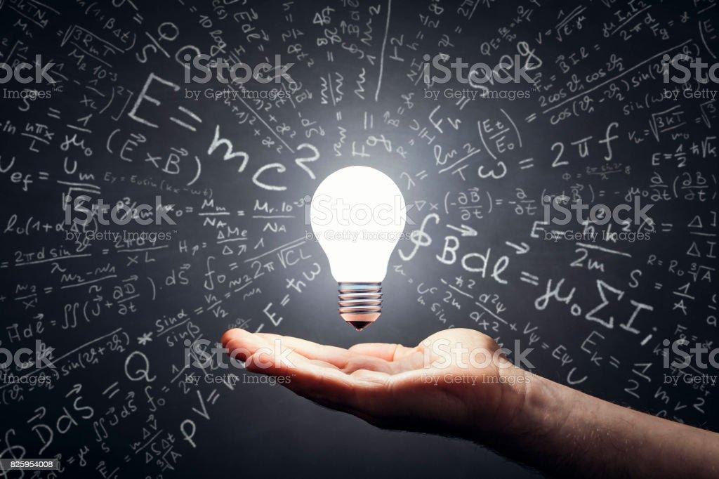 Math - ampoule main idées Blackboard formule - Photo