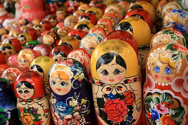 matryoshka dolls - sint petersburg rusland stockfoto's en -beelden
