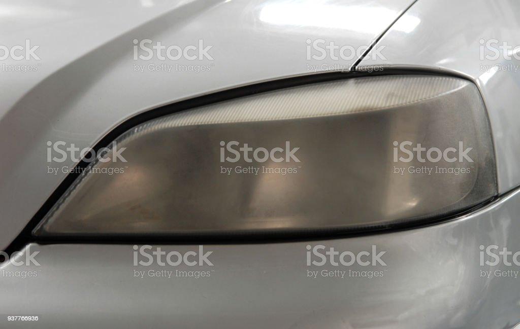 Matte Scheinwerfer am Auto – Foto