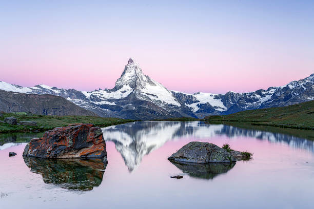 Matterhorn at sunrise with Stellisee in foreground Matterhorn at sunrise swiss alps stock pictures, royalty-free photos & images