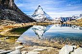 Matterhorn, gespiegelt im Riffelsee, Zermatt, Wallis, Schweiz