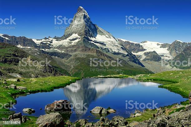 The great matterhorn in the lake