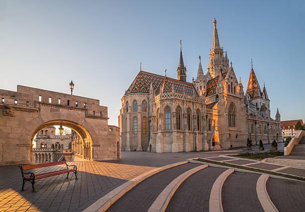 マーチャーシュ教会とフィッシャーマンズバッション,ブダペスト,ハンガリー - マーチャーシュ教会 ストックフォトと画像