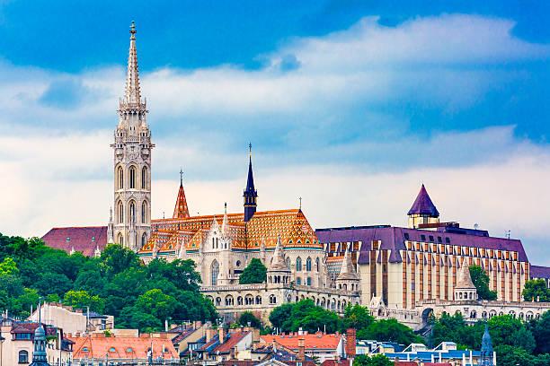 マーチャーシュブダペストハンガリー教会 - マーチャーシュ教会 ストックフォトと画像