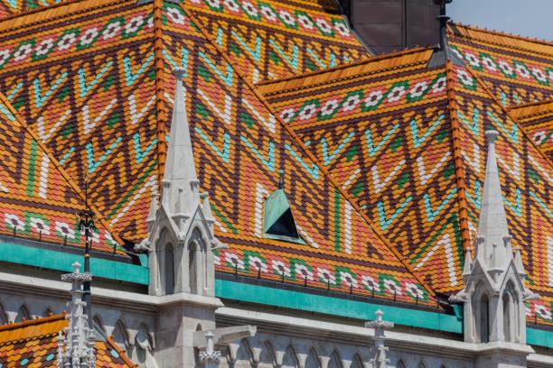 マーチャーシュ教会装飾天井ブダペスト ハンガリー - マーチャーシュ教会 ストックフォトと画像