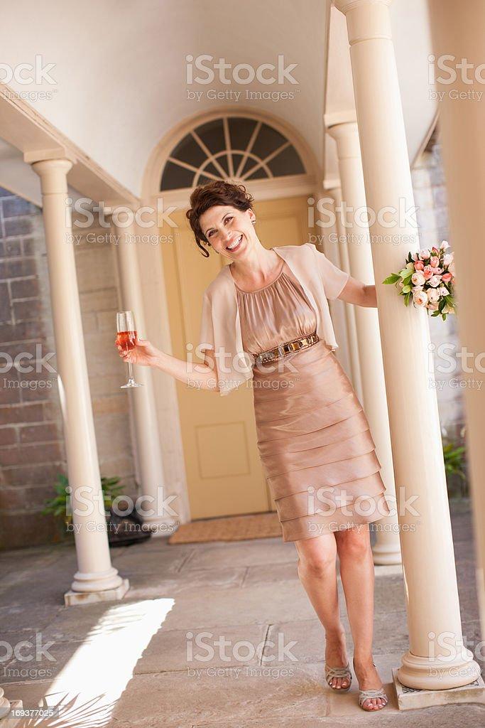 Abiti Da Sposa 35 Anni.Mature Sposa Con Bouquet Fotografie Stock E Altre Immagini Di 35