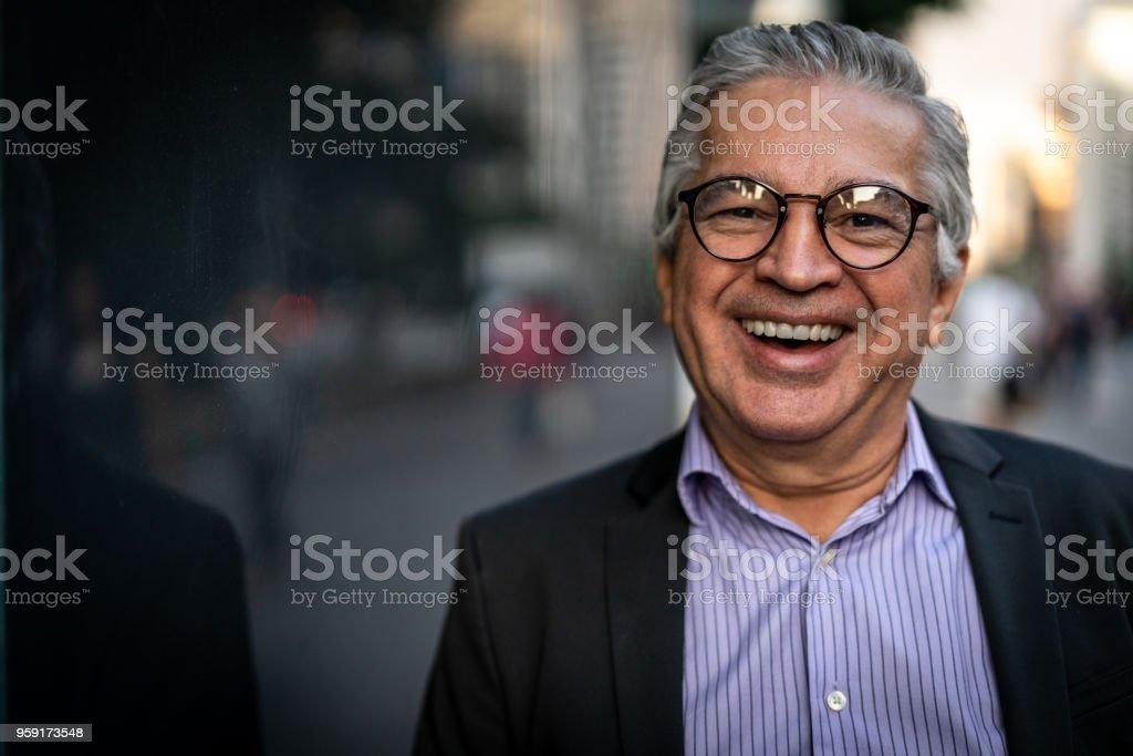 Retrato de hombre de negocios maduro - foto de stock