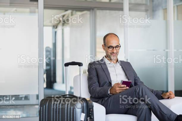 Mature businessman at airport picture id825083146?b=1&k=6&m=825083146&s=612x612&h=otcg04 lpqx4cisy8c q6ahrucnr9x3u7q7dkjxvs0a=