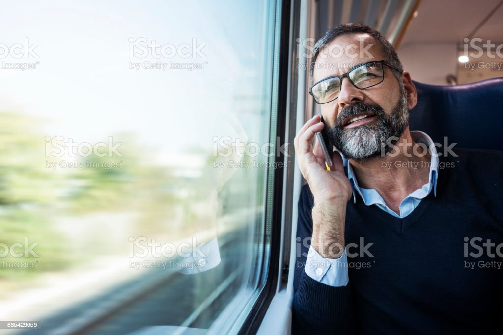 Reife Geschäftsmann in Zug – Foto
