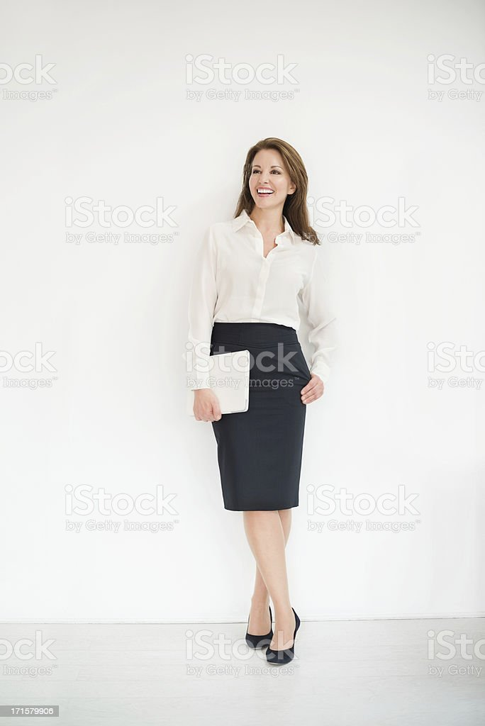 Mature Businesswoman With Digital Tablet Looking Away foto