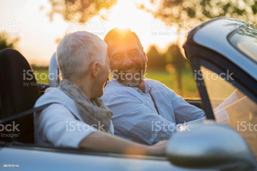 Älteres Paar im Auto – Foto