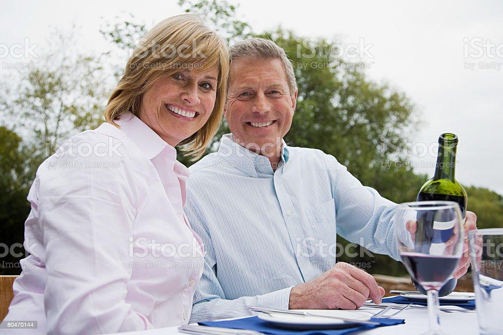 Casal maduro durante o Almoço foto de stock royalty-free