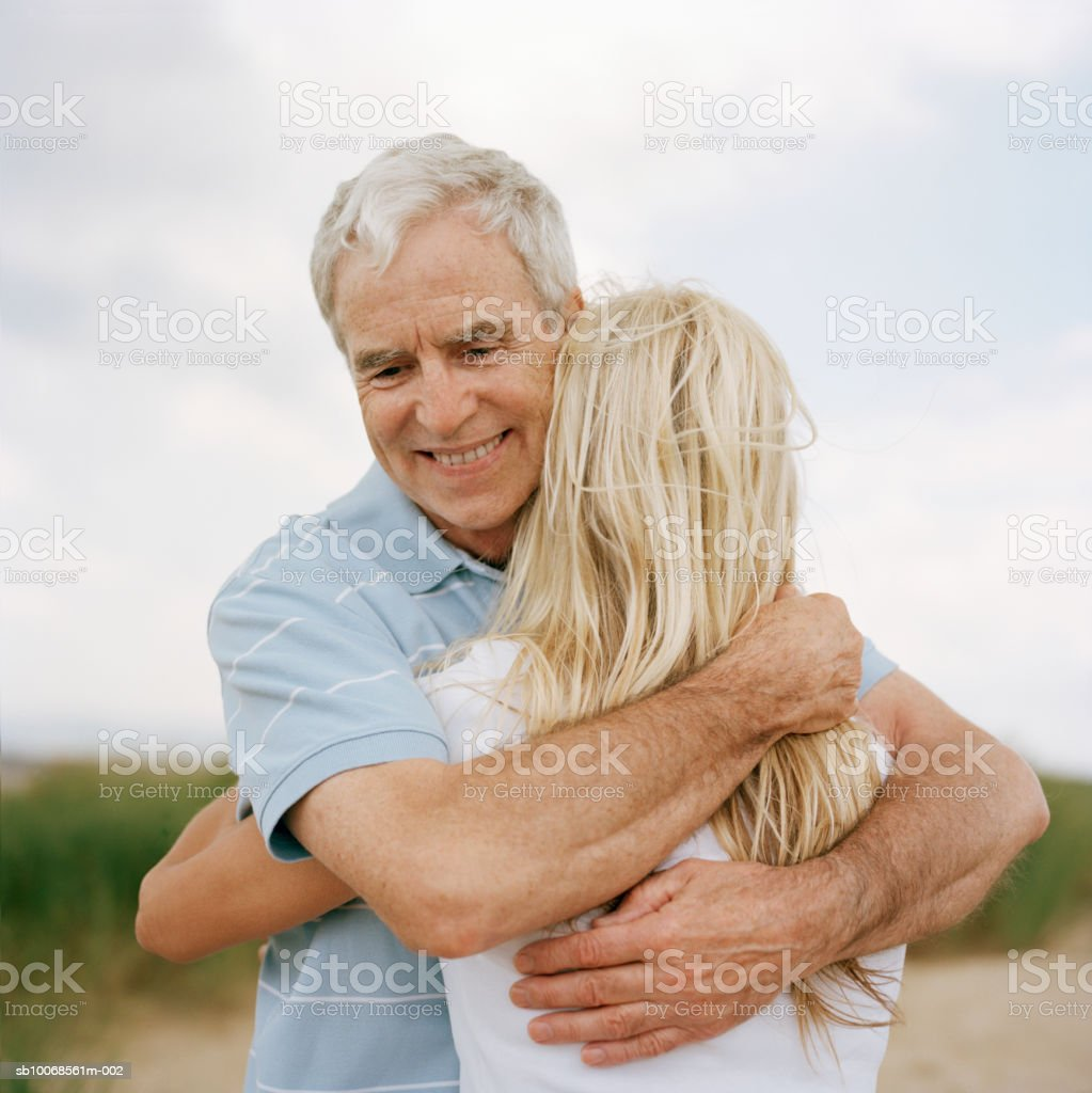 Mature couple embracing outdoors royalty free stockfoto