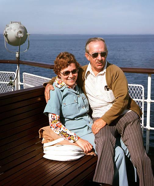 casal feliz - viagens anos 70 imagens e fotografias de stock