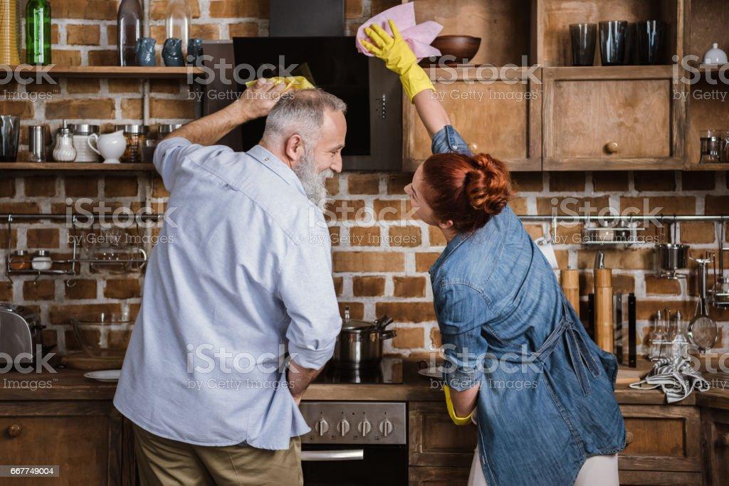 Älteres Paar in Küche – Foto