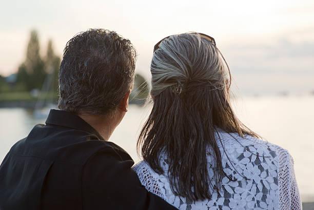 Älteres Paar Entspannung zusammen im Freien – Foto