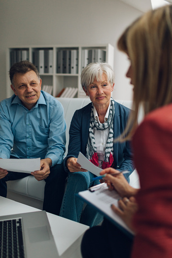 672116416 istock photo Mature Couple Meeting with Financial Advisor 509231524