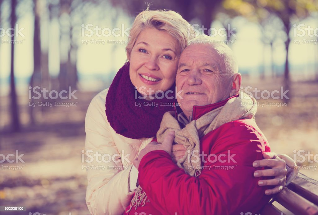 Mature couple sitting in park - Royalty-free 65-69 Years Stock Photo