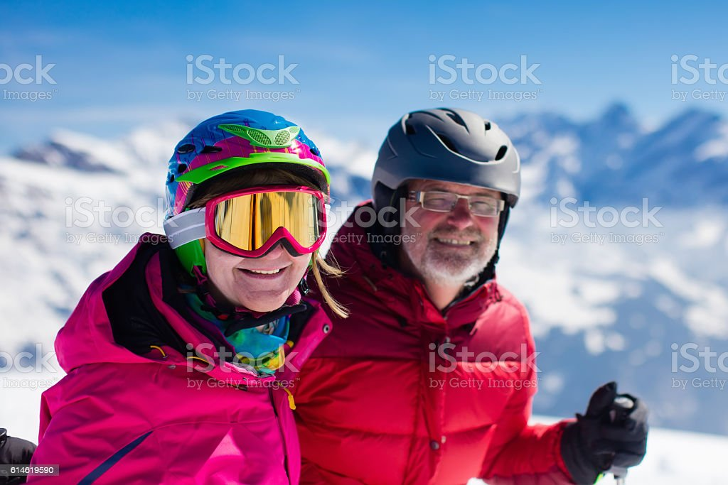 Mature couple skiing in the mountains in alpine resort – Foto
