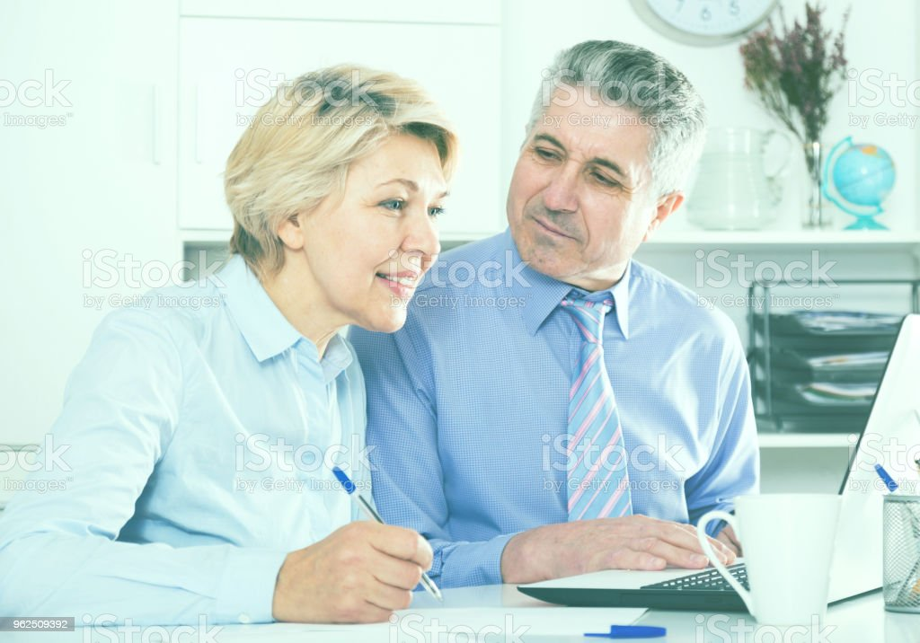 Mature employees work with documents - Royalty-free Adult Stock Photo