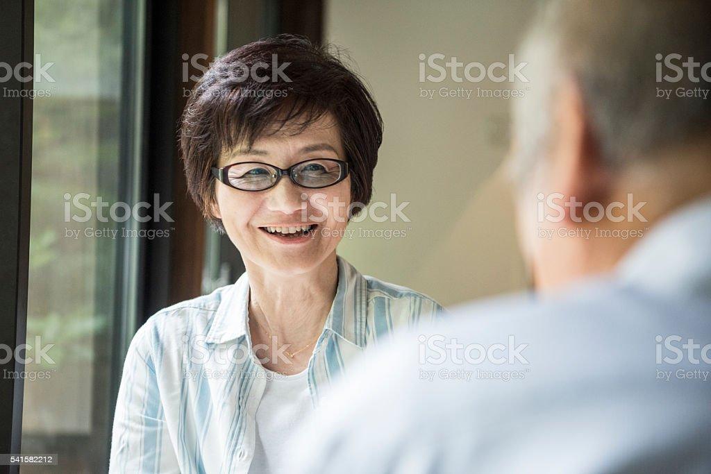 メガネをかけた成熟日本人女性笑顔 ストックフォト