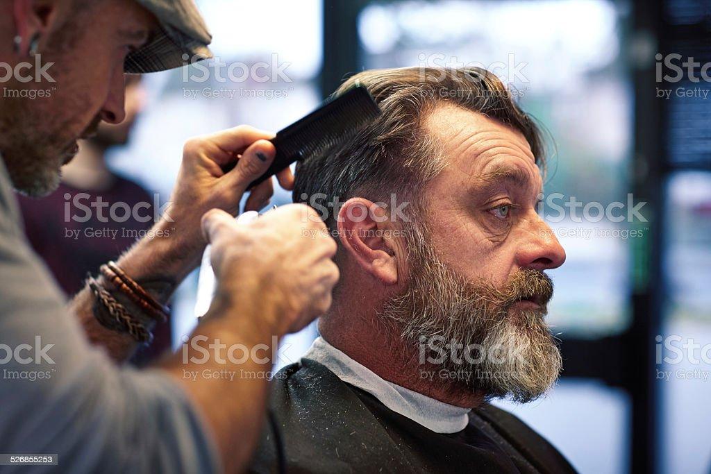 Taglio capelli uomo maturo