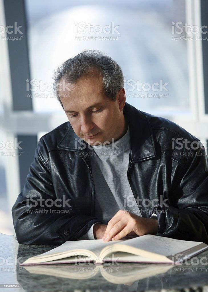Mature man reading - Royalty-free Adult Stock Photo