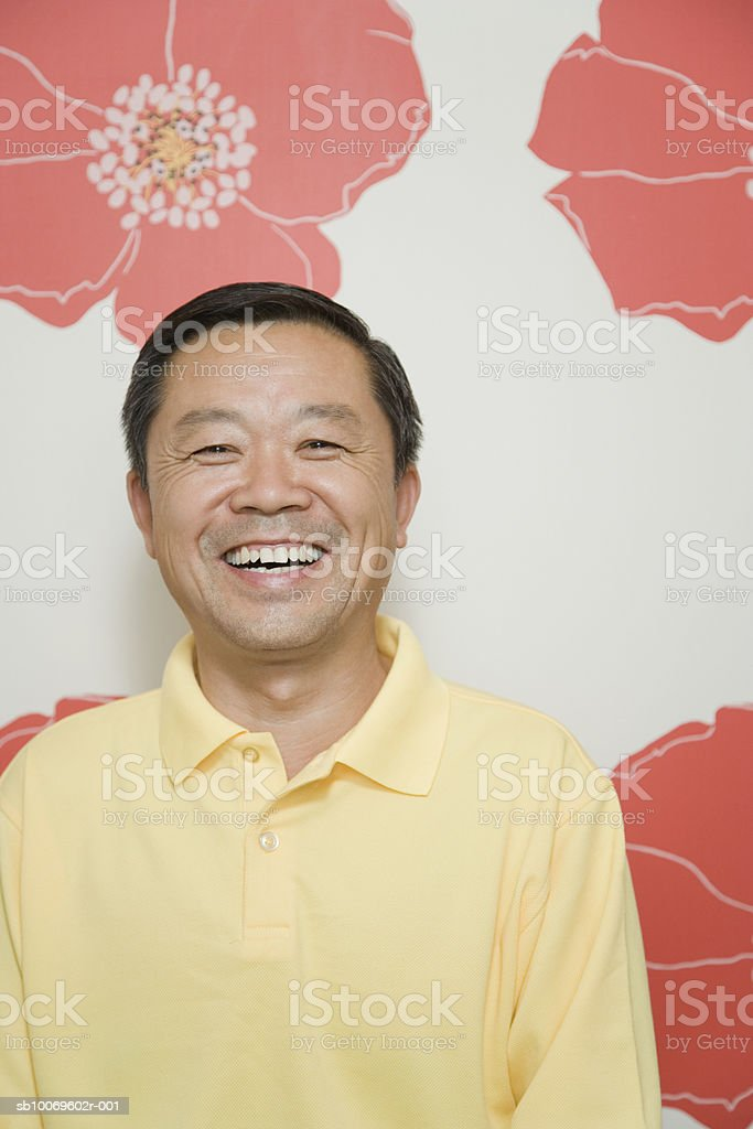 Mature man smiling, portrait, close-up foto de stock libre de derechos