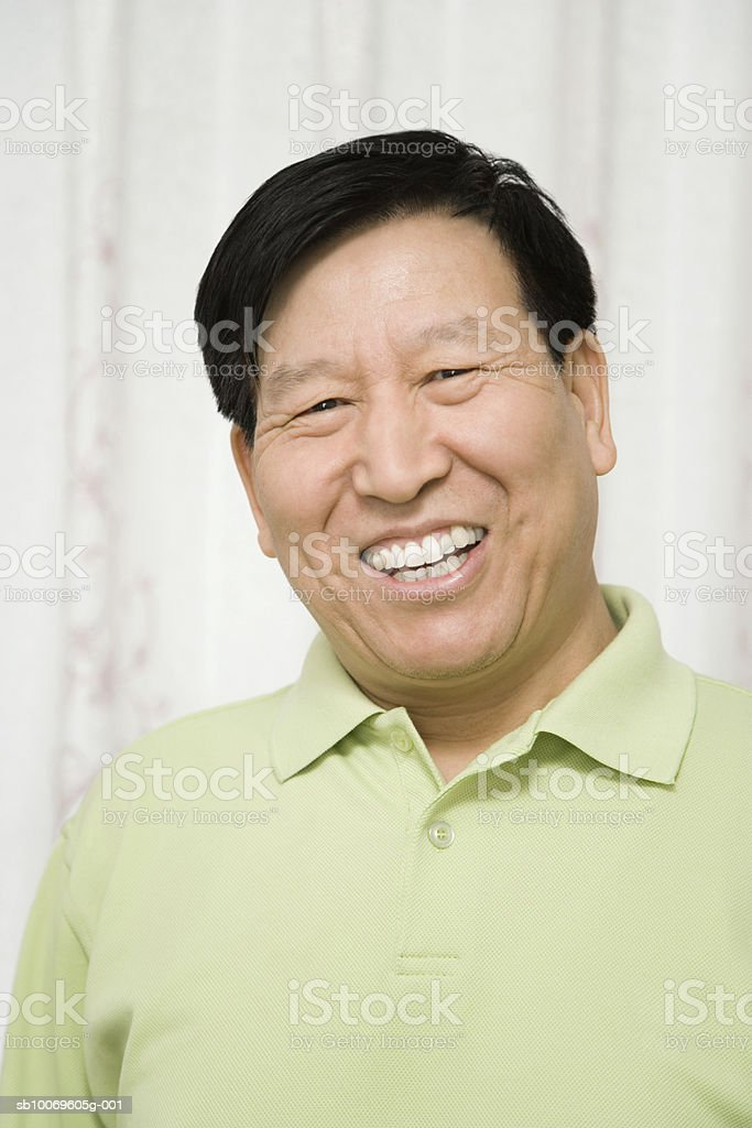 Mature man smiling, portrait Lizenzfreies stock-foto