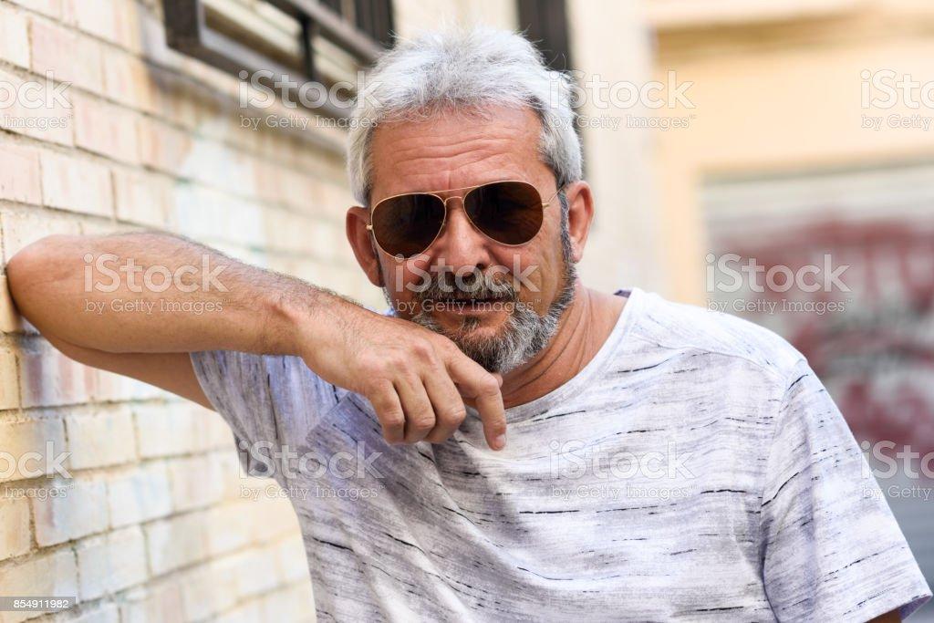 Hombre Sol Con Urbano En Fondo Maduro Gafas De Aviador Foto SUzpGqVM