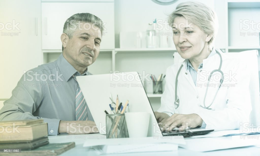 Mature man visits doctor - Royalty-free Adult Stock Photo