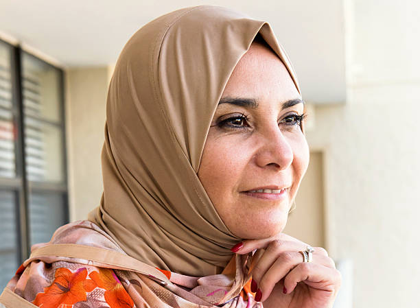 "webbville middle eastern single women Modern middle eastern women 5 (esposito, j 2005 98) the roots of the veil are far from the quran the word hijab is an islamic word that means ""barrier or protection"" (british broadcasting network 2009) when looking at."