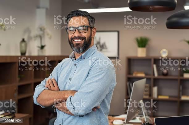 成熟した混血のビジネスマン - 1人のストックフォトや画像を多数ご用意