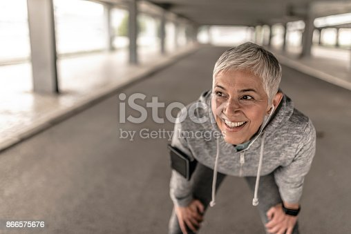 497687118istockphoto Mature sporty woman stretching for working out 866575676