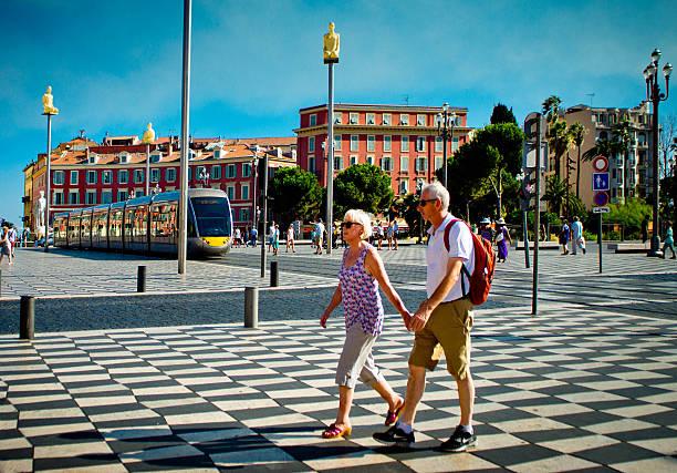 mature tourists in place massena nice, france - nizza sehenswürdigkeiten stock-fotos und bilder