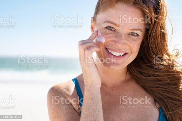 Mature woman applying sunscreen on face picture id1137372617?b=1&k=6&m=1137372617&s=612x612&h=n3 zdlwcxqubwoq1qga0xpfskd nvsykkd3pahmmlj4=